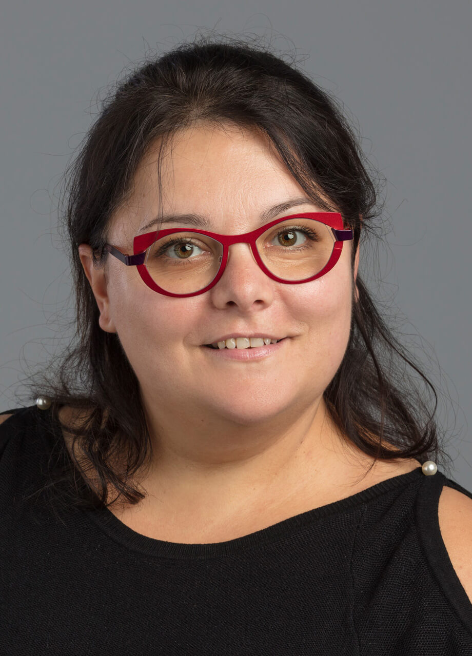 Mme Angélique Lutz