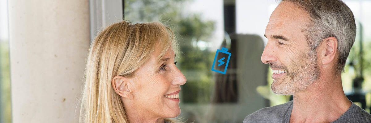 Autonomie et économie, c'est possible avec les appareils auditifs rechargeables