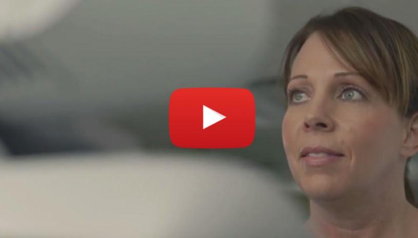 Vidéo sur le témoignage de Stacy, porteuse des appareils auditifs Halo de Starkey