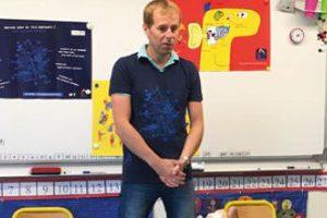 Yannick Durand effectue de la prévention dans une école de Guichen