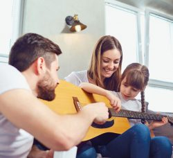 La musique développe et stimule notre cerveau dès le plus jeune âge et même à l'âge adulte