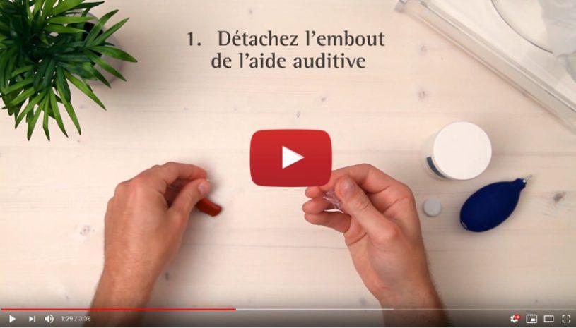 Tutoriel vidéo pour nettoyer vos aides auditives avec un embout de la marque Phonak