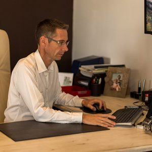 Lionel Roche, audioprothésiste propose des protections auditives sur-mesure