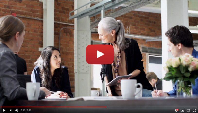 Vidéo sur le témoignage de Dana et son utilisation de l'aide auditive Beyond de la marque WIDEX
