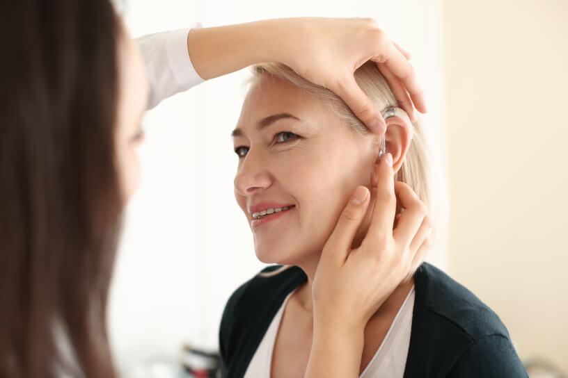 Traiter ses acouphènes grâce aux aides auditives