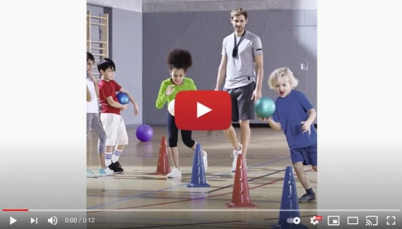 """Vidéo """"Phonak Sky™ Marvel aide votre enfant à l'école"""" de la marque PHONAK"""