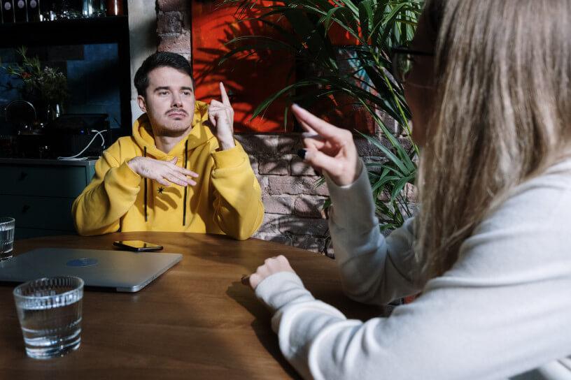 La langue des signes est une compétence de plus en plus plébiscitée par les jeunes