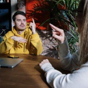 La langue des signes est une compétence clé