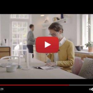 """Vidéo """"ReSound Micro Mic - Dans la cuisine"""" de la marque RESOUND"""
