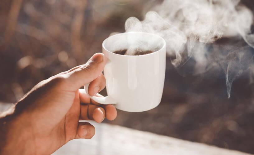 La consommation de café limiterait les risques de troubles auditifs